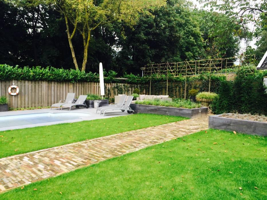 Familie lounge tuin met zwembad projecten rieter tuinontwerp - Terras eigentijds huis ...